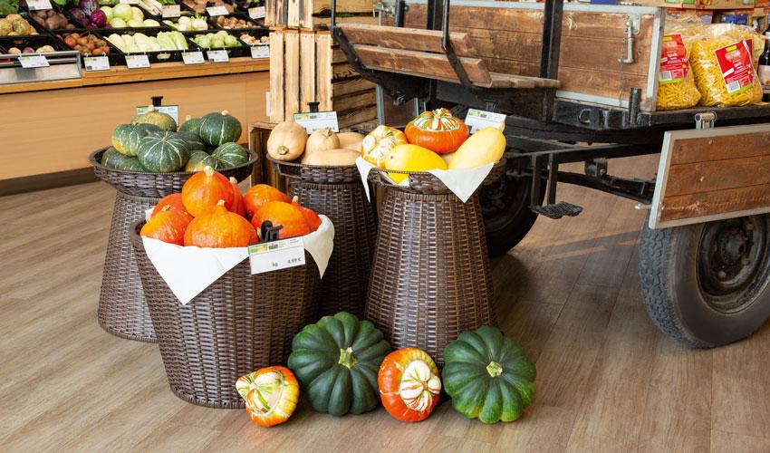 Um Gemüse ohne Verpackungen zu inszenieren, bietet VKF Renzel verschiedene Lösungen. Foto: VKF Renzel